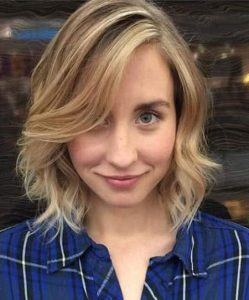 Shoulder-Skimming Wavy Bob